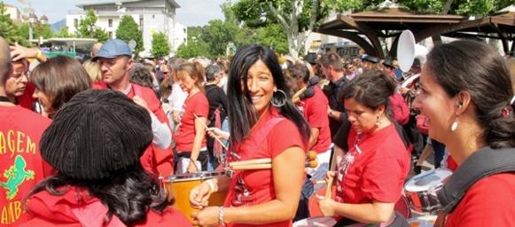 Communautés musicales chinoises, arabo andalouses, provençales ou comme ici brésiliennes avaient animé une fête populaire, mais justement peut-être trop pour être valorisée par l'élite organisatrice de MP2013 (photo MN)