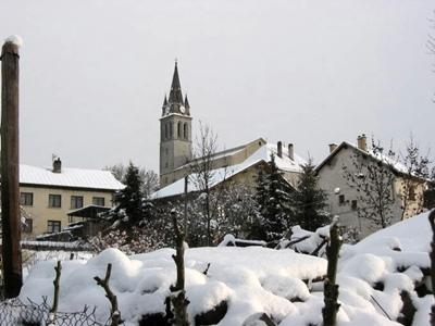 Saint-Julien (ici), Saint-Bonnet et St-Laurent-du-Cros ce sont les lieux qu'a fréquenté Vivian Maier enfant, et où elle revint dans les années 50. C'est là aussi que sa connaissance de l'occitan lui évita quelques déconvenues lors de la vente d'une propriété familiale (photo MN)