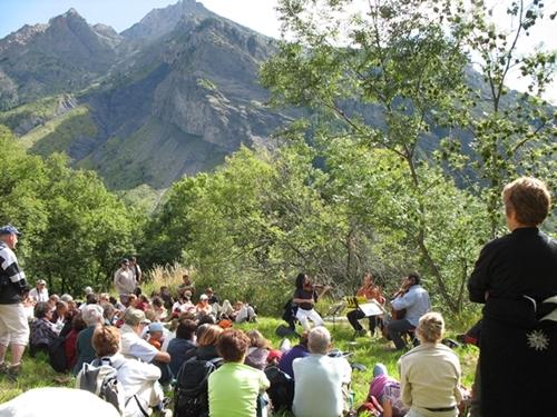 On interprète Mozart dans la vallée du Champoléon (Festival de Chaillol, août 2006, photo MN)