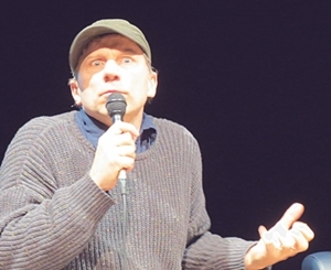 Simon McBurney, prêt à toutes les modifications/manipulations ? (photo MN)