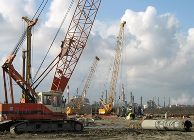 Février 2007, à Fos-sur-Mer le chantier de l'incinérateur de la communauté urbaine est lancé...sur un terrain où un bail de longue durée n'aurait pas du être accordé (photo MN)