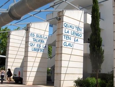 Une parmi les initiatives à valoriser : le lycée de l'Arc, à Orange, accueille ses élèves en provençal (photo Ben Leu DR)