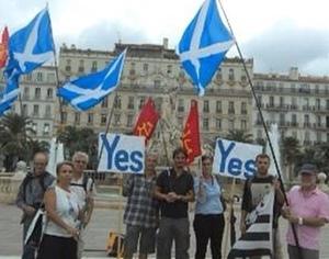"""Manifestation du Partit Occitan en faveur du """"oui"""" à Toulon. Selon Jaume Costa, """"la question identitaire ou culturelle n'est pas entrée en ligne de compte en Ecosse"""" (photo POC DR)"""