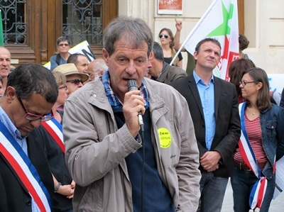 """Pierre Honoré est amer. L'ancien élu de Haute-Provence a porté un projet de plate-forme d'apport de bois pour les nombreuses chaudières à bois du haut-pays. """"Les maires se font tirer l'oreille pour remplir leurs engagements"""". Eon a déstructuré ce marché de proximité fragile (photo MN)"""