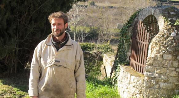 A Mouans-Sartoux, la commune a recruté un paysan, Sébastien Jourde, pour développer une exploitation agricole dont la mission est d'alimenter la cantine scolaire (photo MN)