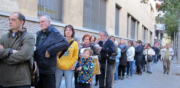 """Deux millions et deux cent cinquante mille personnes ont voté le """"9N"""" : Catalans ou résidents de plus de seize ans demeurant depuis plus de deux ans en Catalogne (photo MN)"""