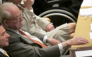 De son côté Le Pen (87 ans) a décidé de mener la liste du FN aux Régionales (Photo MN)