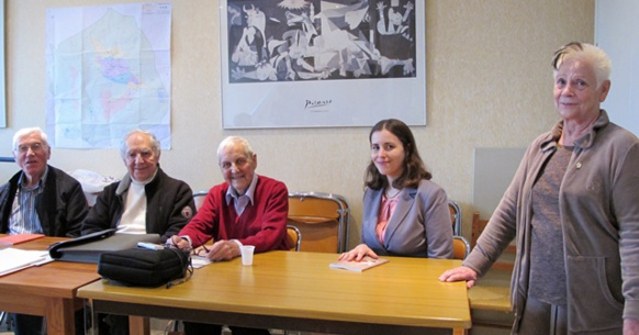 Glaudi Barsòtti, Romieg Jumèu, Joan Saubrement e Sará Laurens, trois écrivains de Bocas dau Ròse invités à débattre par l'IEO 13, et accueillis par Irène Michel, l'adjointe au maire de Belcodène (photo MN)