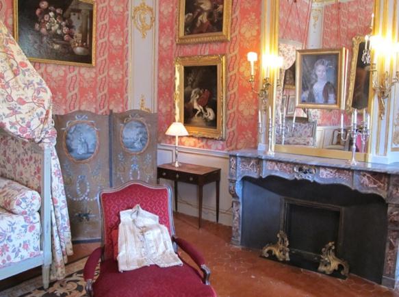 Du gypse des plafonds aux tomettes des sols, la rénovation a fait appel à un travail documentaire important pour retrouver l'ambiance du XVIIIè siècle (photo MN)
