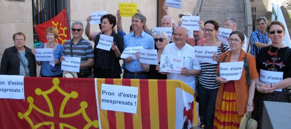 Rassemblement à Marseille à l'appui du jeûne d'Anne-Marie Hautant et d'Hervé Guerrera pour l'Office de la langue occitane (photo MN)