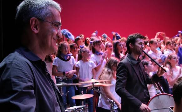 Le compositeur Philippe Franceschi, plutôt content de ce travail de longue haleine qui fait voyager 500 élèves et le public autour de la Méditerranée et de ses peuples (photo Matthew Marion DR)