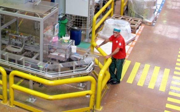 Après 1336 jours d'occupation, l'usine de conditionnement de thés et infusions produit à nouveau à Géménos (photo MN)
