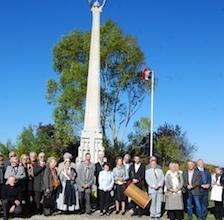 Devant le monument aux morts de Bidestroff (photo XDR)