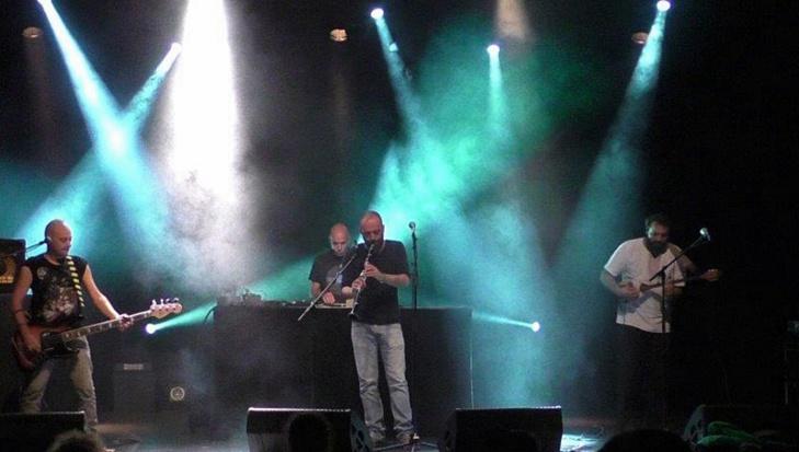 Depuis 2001, D'Aquí Dub propose une musique occitane qui sait mêler sons et cultures, lorgne du côté de l'Adriatique tout en développant ses portées à Marseille...ou Nîmes (photo AC DR)