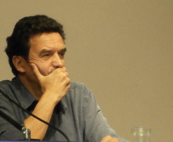 """Edwy Plenel à Nîmes. Une vision lucide, et quasi prémonitoire: """"nous vivons ce que nous avons créé"""" (photo AC DR)"""