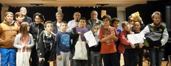 Les élèves de la Calandreta d'Orange ont chanté avec le groupe Dyaleckt, invité de la Dictada (photo AC DR)