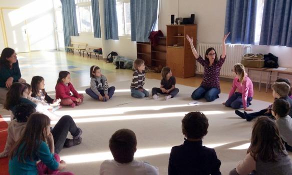 Liza a aidé plusieurs classes des Alpes-de-Haute-Provence a préparer les chants du répertoire des Cantejadas (photo AM DR)