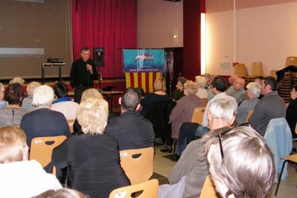 Michel Gravier présente le programme du Festival, le public est au rendez-vous (photo XDR)