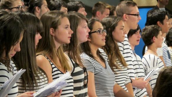 Mai 2014 à l'Hotel de Région Provence Alpes Cote d'Azur, 60 lycéens d'Aix et Vitrolles pour une création chantée sur le Poème du Rhone de Mistral. Une ode à l'entente méditerranenne (photo MN)