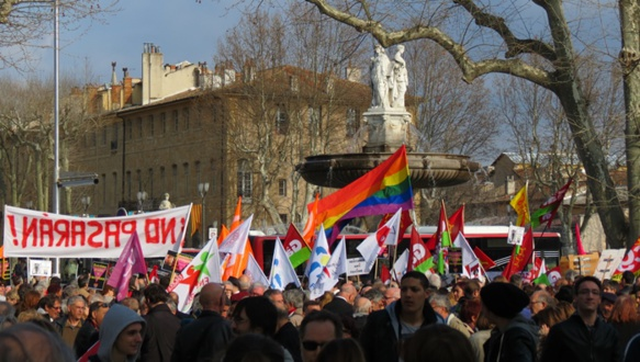 Samedi 19 mars à Aix-en-Provence, de 500 à 1000 manifestants réclament la répression des violences d'extrême droite (photo MN)