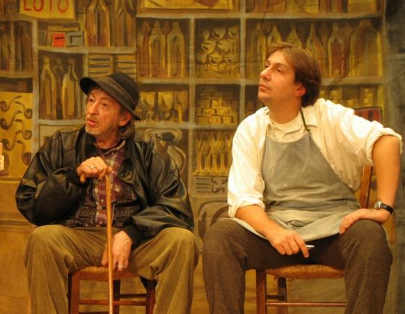 """Reinat Anfosso, ici au Festival de Théâtre en Provençal de Fuveau, en 2006, à gauche et avec Cristòu Daurore, dans les """"Remantas nucleàrias"""" de Bernat Vaton (photo MN)"""