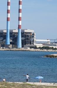 La centrale EDF de Martigues-Ponteau fut une calamité pour l'environnement...Elle affiche aujourd'hui son exemplarité, et ses ruches (photo MN)