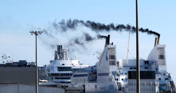 Une seule molécule, dans ces fumées fines, sur laquelle des produits polluants s'agglutinent et pénètrent profondément dans l'organisme : le black carbon n'était pas mesuré encore dans les années de référence d'EQIS. La situation serait-elle encore pire que brossée dans cette étude ? (photo MN)