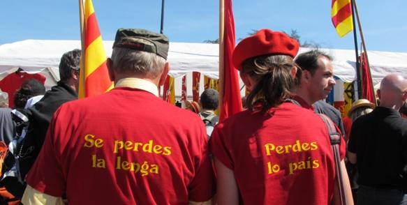Manifestants provençaux à Toulouse en mars 2012...En même temps, qui perd son pays perdra-t-il sa langue ? (photo MN)