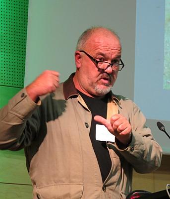 Pour Michel Meuret (Inra) une seule solution durable, le loup doit associer le troupeau à l'homme, et l'homme au danger (Photo MN)