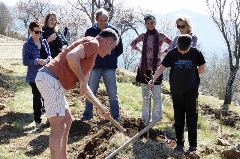Au cours d'un stage de partage des connaissances, et des semences (photo PNR Verdon DR)