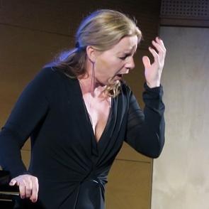 Le chant, comme toute pratique langagière, un geste vocal parmi une quarantaine, et une passerelle vers la parole ? Ici la mezzo-soprano Patricia Schnell (photo MN)
