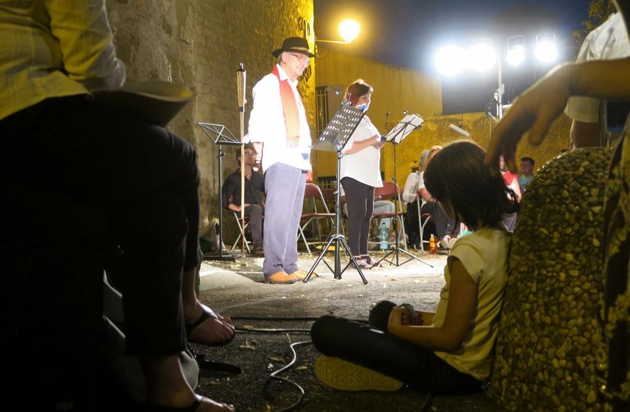 Tout le village était soit sur scène, soit dans le public (photo MN)