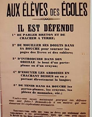 Chassez le de l'école, il revient dans la rue, l'occitan comme le breton en Bretagne... (photo CGC DR)