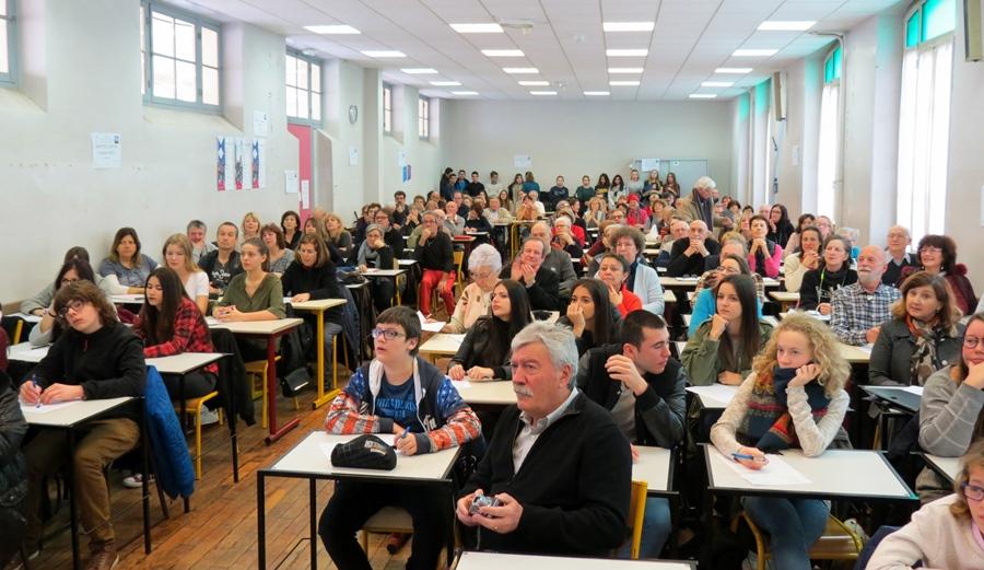 Une idée très simple qui fait florès - se réunir pour une dictée en occitan et un moment convivial.. Ici à Nice en janvier 2017 (photo MN)