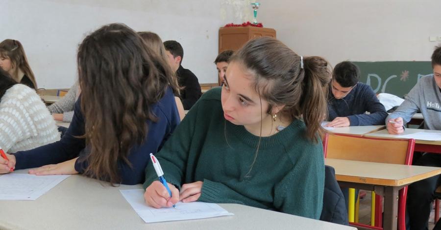 Lycée Masséna à Nice. Là où l'enseignant reste présent, quand le chef d'établissement ne tente pas de balayer le cours de niçois, les effectifs se maintiennent partout (photo MN)