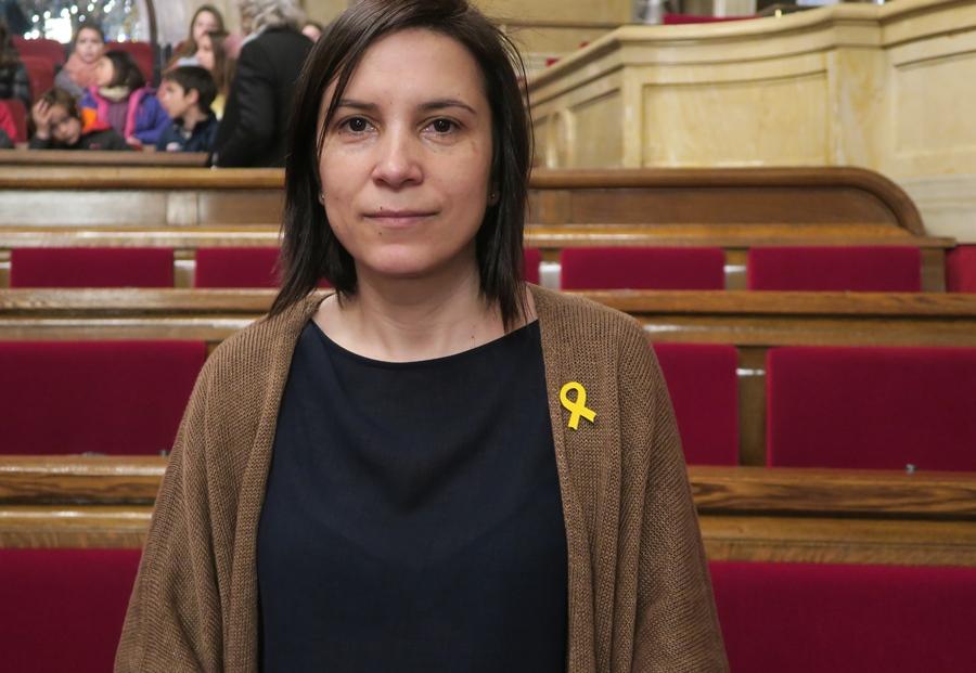 """Anna Gèli au Parlement Catalan : """"Nous avançons vers la République par trois voies : la parole libre du gouvernement en exil, le travail parlementaire que nous confient les citoyens, et l'action des citoyens eux-mêmes"""". La députée débat à Toulon le 8 juin à 19 h (photo MN)"""