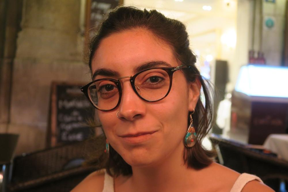 Elisa Alegre livre son analyse du Castell, comme symbolique de la société catalane dans Aquò d'Aquí de novembre 2018 (photo MN)