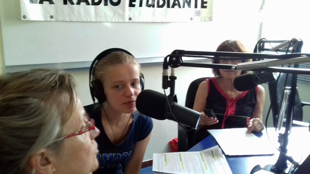 Dans le studio de Radio Mix, toutes les semaines une émission faite par et avec les élèves du lycée de l'Arc d'Orange (photo BV DR)