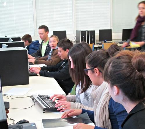 Collégiens en 2014. La réforme frappera dur l'an d'après, aujourd'hui la décrue des effectifs lycéens suit logiquement (photo MN)