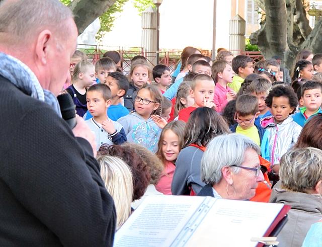 """En 2015 avec l'Aeloc, les premières """"Cantejadas"""" à Digne. Donner envie d'aller plus loin aux écoles mais aussi aux parents (photo MN)"""