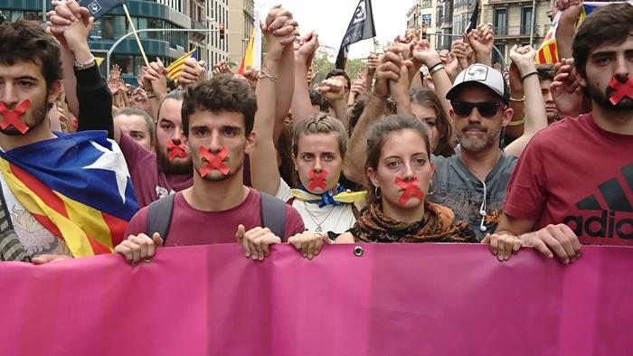 2 octobre 2017, marche de protestation des étudiants, contre la répression de la veille (photo MN)