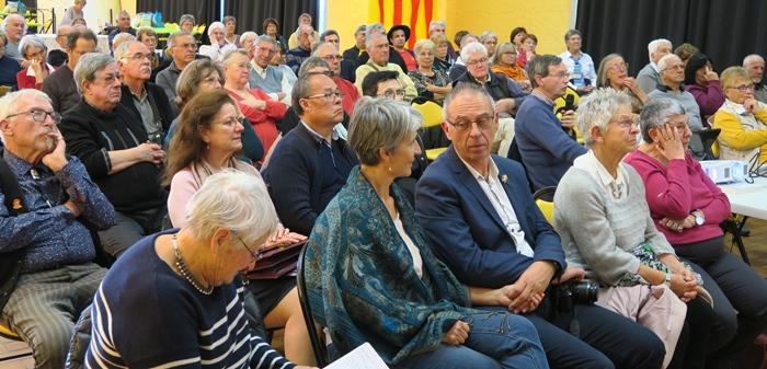 Une bonne centaine de personnes ont assisté aux tables rondes et conférences (photo MN)