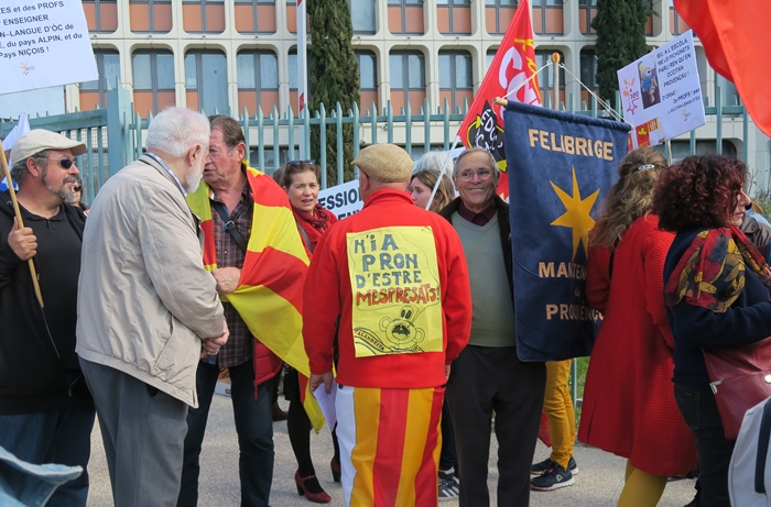 Le 20 mars dernier au Rectorat d'Aix-Marseille. Réagir contre le linguicide (photo MN)