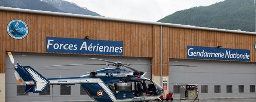 Les hélicoptères de la Gendarmerie contribuèrent à diffuser le virus dans toute la ville (photo XDR)