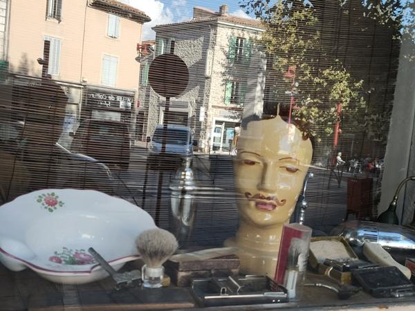 Salon de coiffure fermé. Dans un premier temps la coiffure à domicile avait été permise (photo MN)