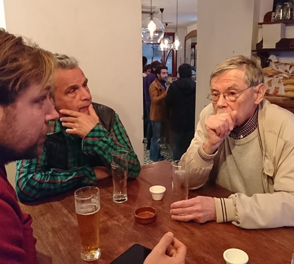 Au cours d'un des Cafés Provençaux durant lesquels Bernat Moulin pouvait aider les apprenants, en toute convivialité, ici en 2019 (photo MN)