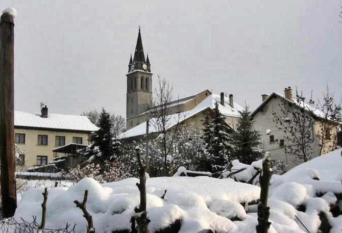 A 1800 m et autour de 2050 ce village du Champsaur et la proche station de ski  verraient leur saison blanche réduite de deux mois (photo MN)
