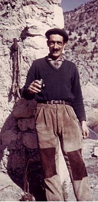 Charles Macari, le pastre qu'on voyait à St-Crespin pour l'amontanhage, parlait tout l'éventail des dialectes occitans des régions traversées. Une mine lexicale en même temps qu'un personnage sensible qui luttait contre sa solitude en interprétant des concerts de sonnailles pour un auditoire de brebis, également enregistré (photo GC)