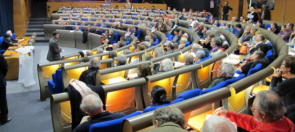 Hémicycle et tribune pleins, mais tribune presse quasi vide (Photo MN)