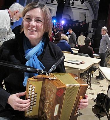 Et à Septèmes, près de Marseille, Marseillais et Aixois se rejoignent au premier jour officiel de la Métropole, pour tout finir en musique... (photo MN)